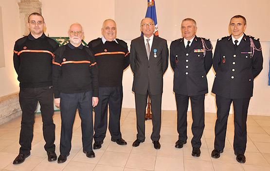Le Colonel R. BARDO remet la médaille de l'Ordre national du Mérite au Président de la FNRASECLe Colonel R. BARDO remet la médaille de l'Ordre national du Mérite au Président de la FNRASEC