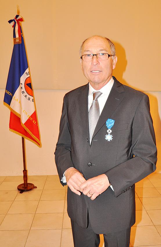 Remise de la médaille de l'Ordre national du Mérite à M. Daniel LUCCI